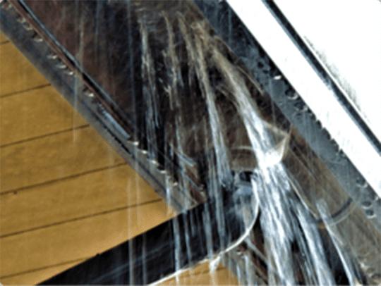 風で破損した雨樋